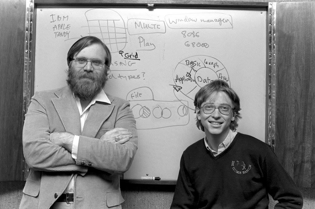 บิล เกตส์และพอล อัลเลนก่อตั้งบริษัทไมโครซอฟท์ (Microsoft)