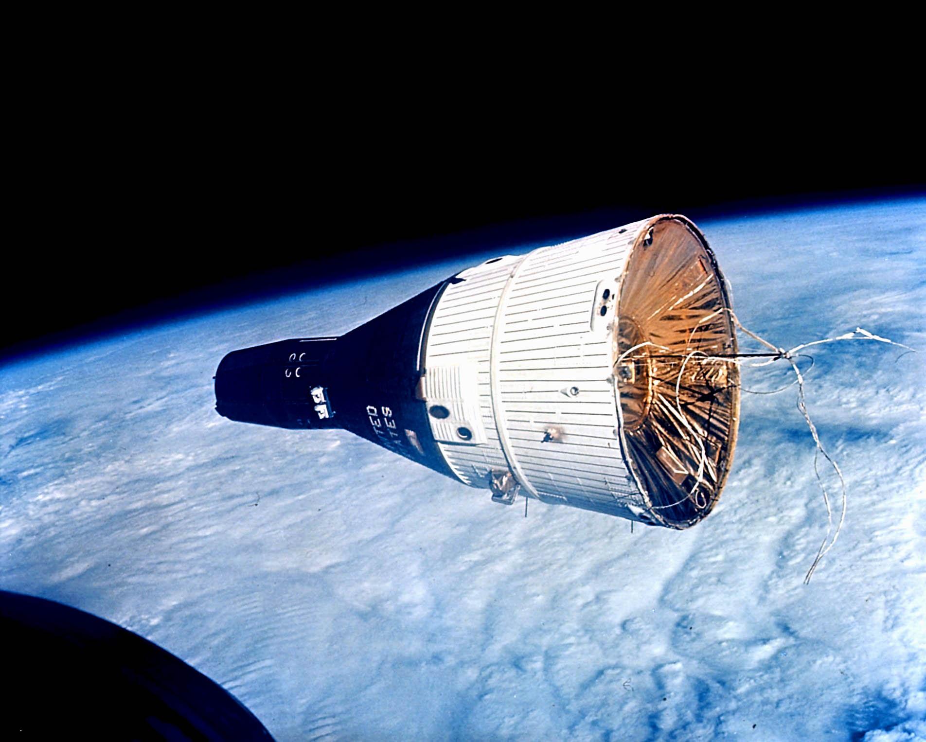 นาซ่าทำการทดสอบปล่อยยาน Gemini 1 แบบไร้นักบินอวกาศ