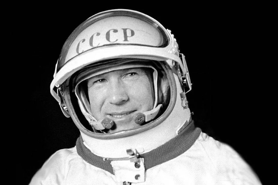 อะเลคเซย์ เลโอนอฟ (Alexei Leonov) นักบินอวกาศคนแรกของโลกที่เดินบนอวกาศ