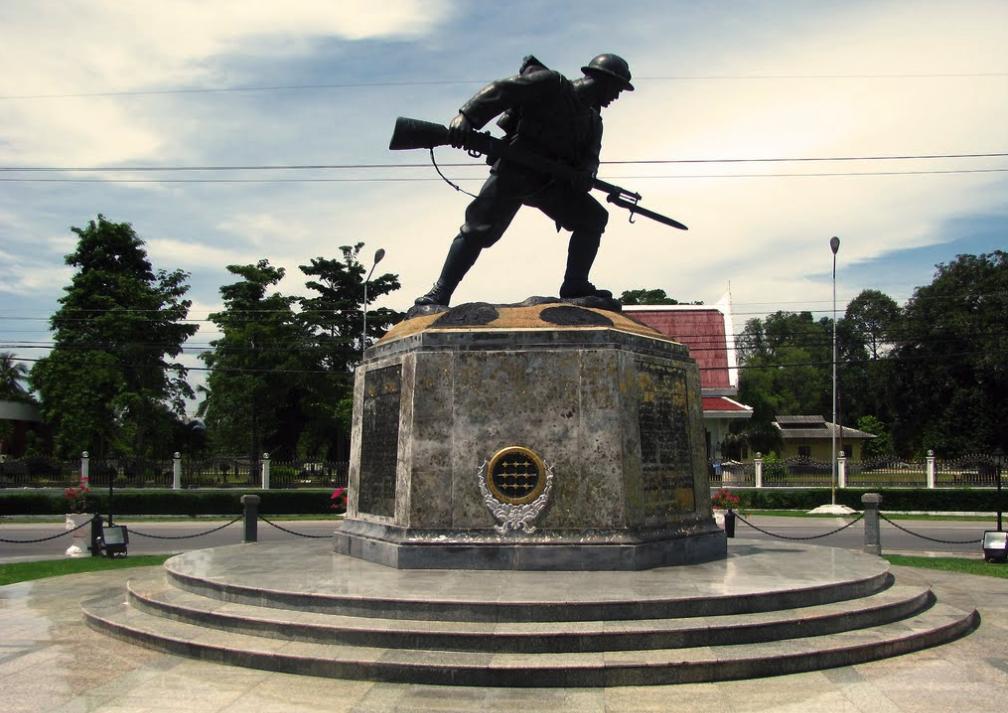 """""""ญี่ปุ่นขึ้นท่าแพ"""" กองทัพจักรวรรดิญี่ปุ่นบุกประเทศไทยและวีรกรรมเจ้าพ่อจ่าดำ"""