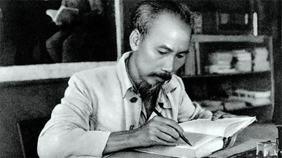โฮจิมินห์ (Hồ Chí Minh) นักปฏิวัติชาวเวียดนามและผู้นำทางจิตวิญญาณของประเทศเวียดนามในปัจจุบัน
